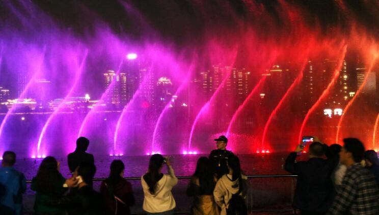 南昌秋水广场音乐水幕喷泉正式开放